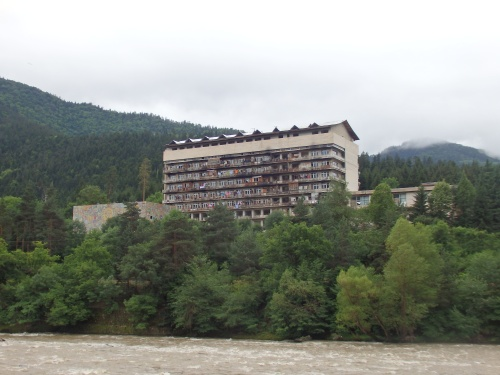 Apartment block near Borojmi